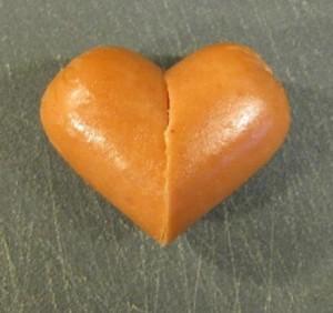 ไอเดียการทำไส้กรอกเป็นรูปหัวใจแบบง่าย ๆ ให้น่ารักน่ากิน