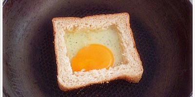 วิธีการทำขนมปังปิ่งใส่ไข่